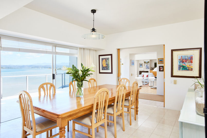 Milkwood Bay: dining room leading to balcony with lagoon views